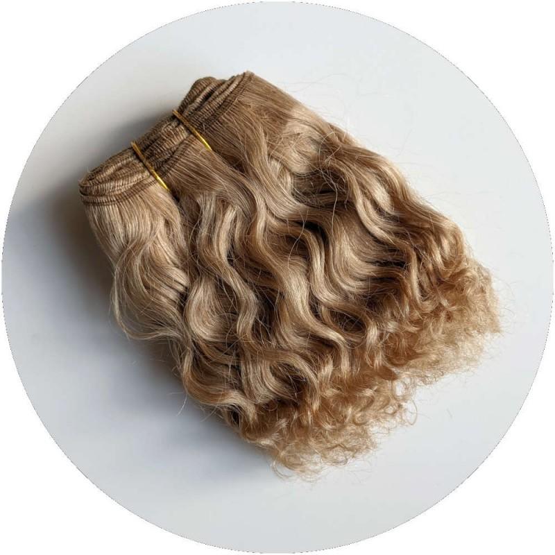 cheveux bouclé blond poupée waldorf